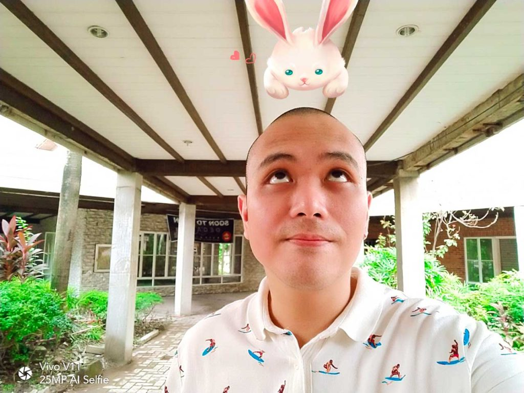 Vivo V11 sample selfie picture with AR sticker. Review, price and specs on Revu Philippines