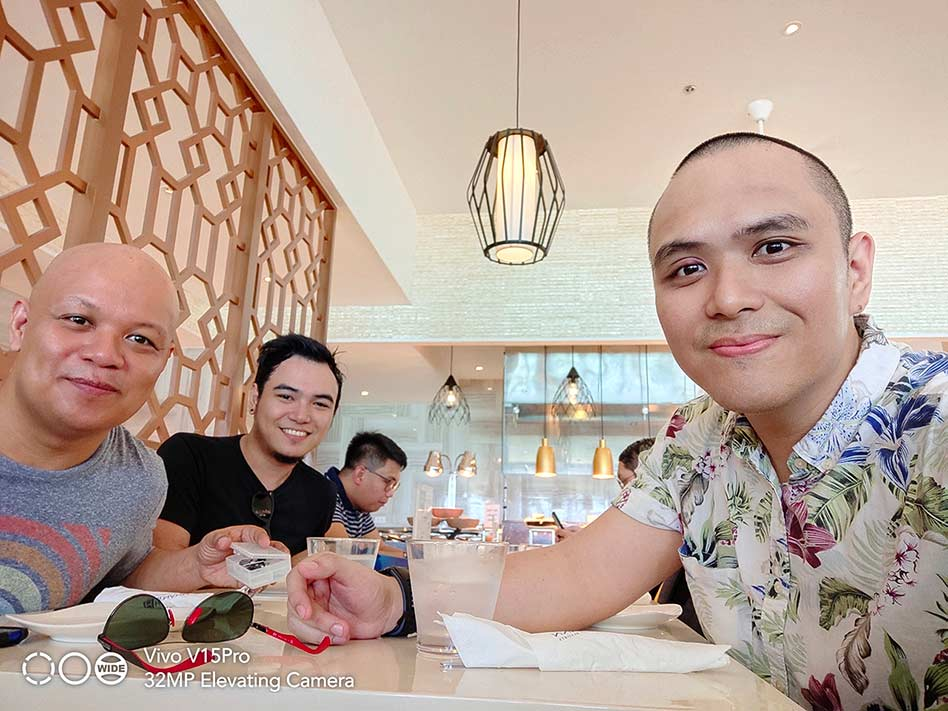 Vivo V15 Pro sample group selfie picture shot in Beauty mode by Revu Philippines