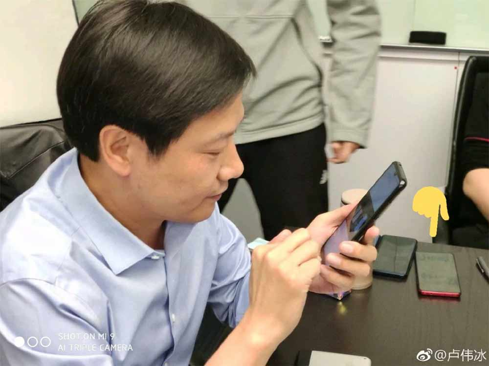 Xiaomi Lei Jun pictured with the Redmi Pro 2 via Revu Philippines