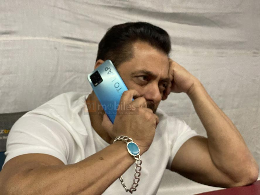 Alleged Realme 8 series phone with Bollywood actor Salman Khan via Revu Philippines
