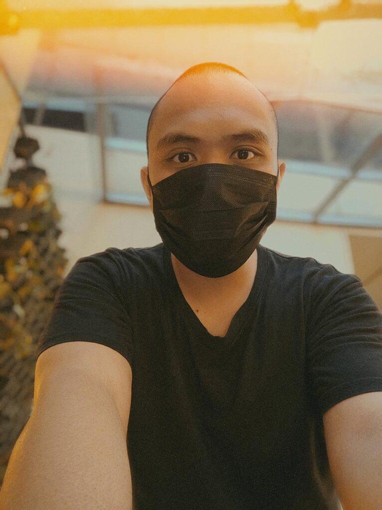 Xiaomi Mi 11 camera sample selfie picture in portrait mode with cinematic night trails by Revu Philippines